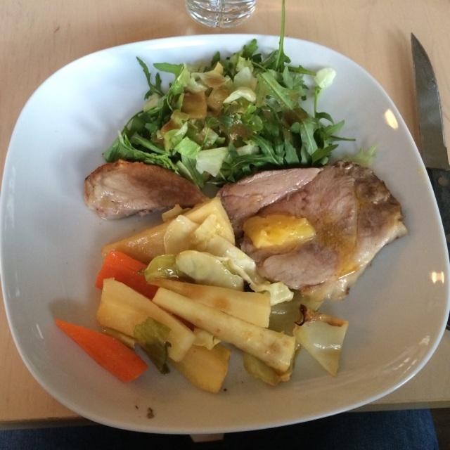 Pav`s lunsj: Salatmix,agurk,avokado og tunfisk i vann.