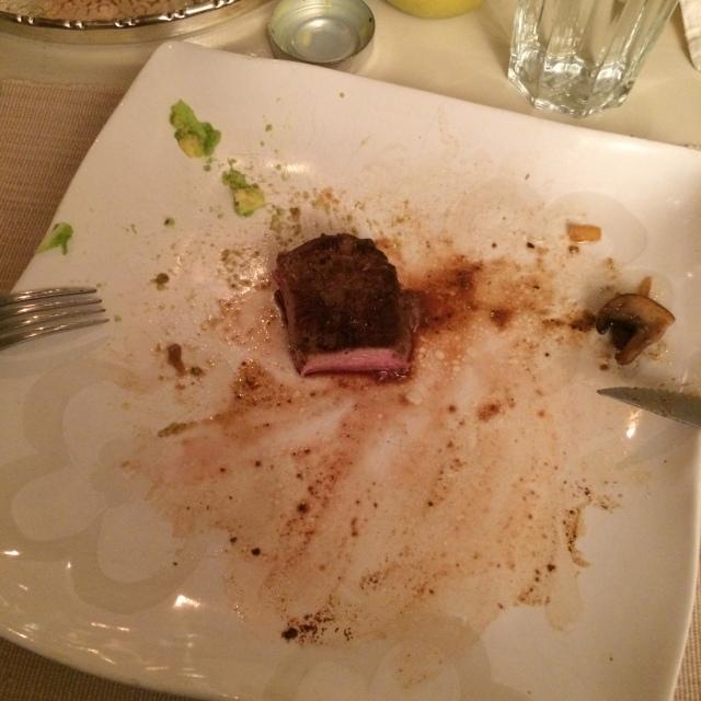 Middag lørdag: Ytrefilet med stekt bacon,løk og aromasopp og en salat